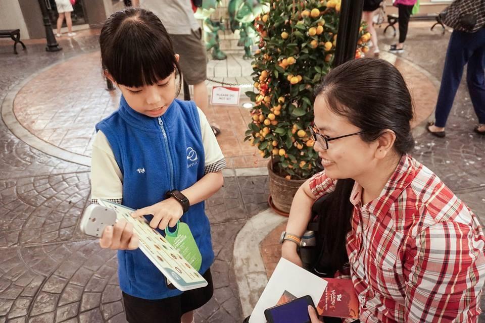 Kids wearing Tueetor Vest 2