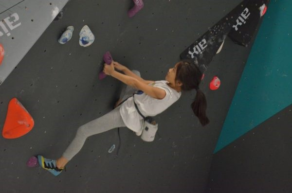 Girl bouldering in Boulder World